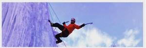 Justin Timberlake, escalando en una pared de hielo.