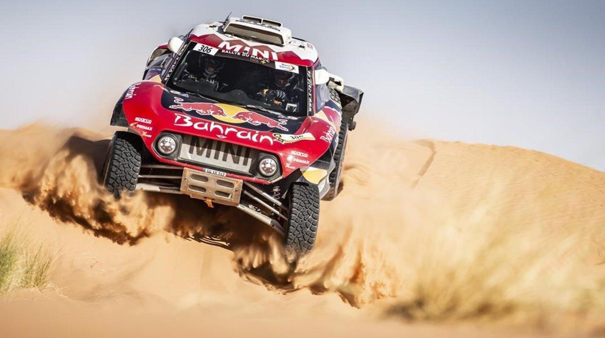 Carlos Sainz, bicampeón del Dakar, con su Mini 'buggy', en el Rally de Marruecos.
