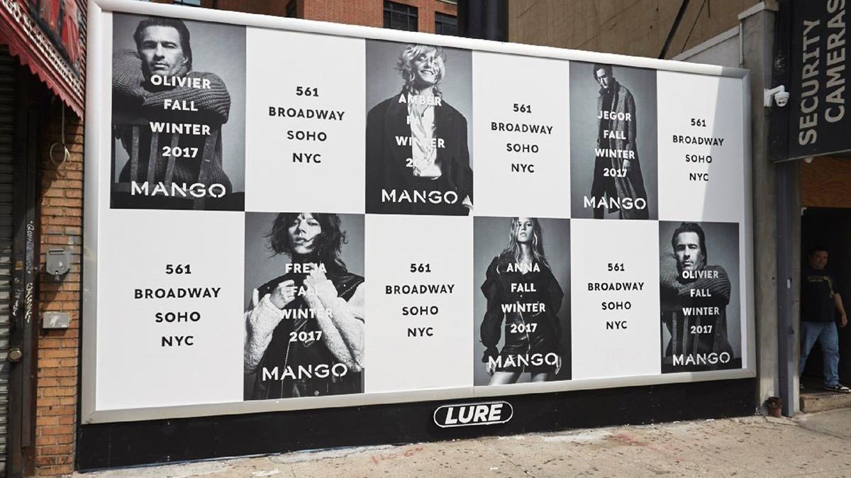 Carteles anunciando la nueva tienda de Mango en Nueva York.