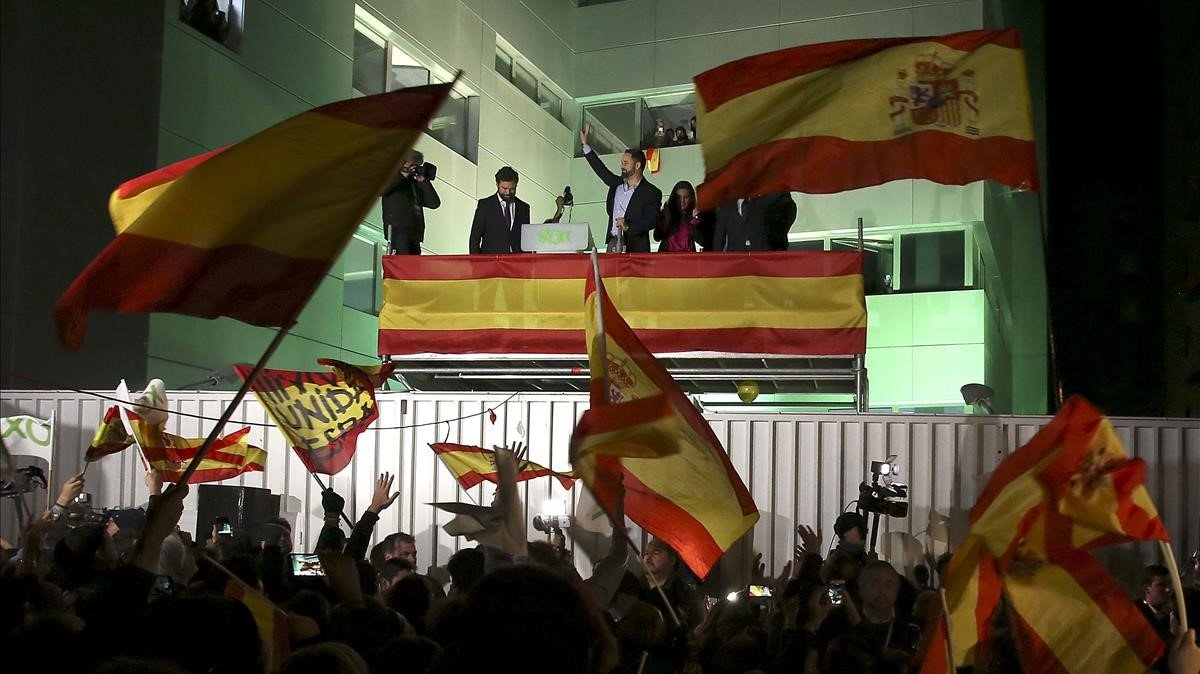 Celebración en la sede de VOX, tras los sorprendentes resultados electorales.