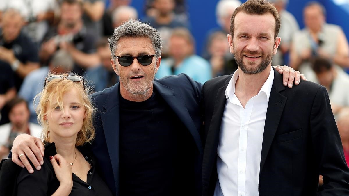El cineasta Pawel Pawlikowski (centro) y los actores Joanna Kulig y Tomasz Kot, en la presentación de Cold war en Cannes