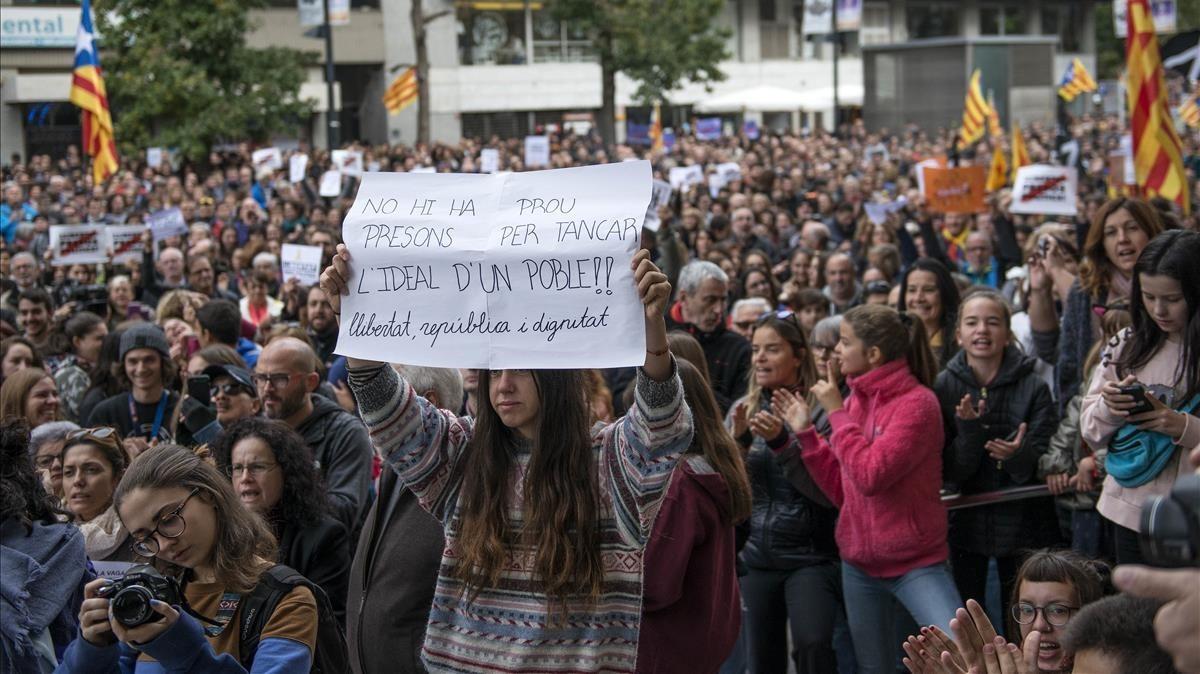 Concentración frente a la sede de la Generalitat en Girona.