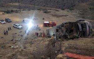 Autobús accidentando en Perú con hinchas del Barcelona de Guayaquil.