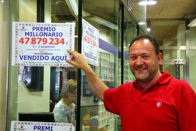 Eduard Losilla, propietario de la administración de lotería donde se ha vendido el premio del Euromillones dotado con 47,8 millones de euros.