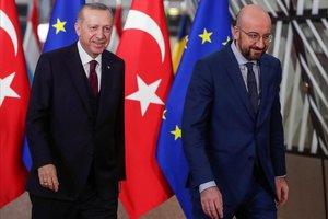 Erdogan, presidente de Turquía, y Michel, presidente del Consejo de Europa, en Bruselas.