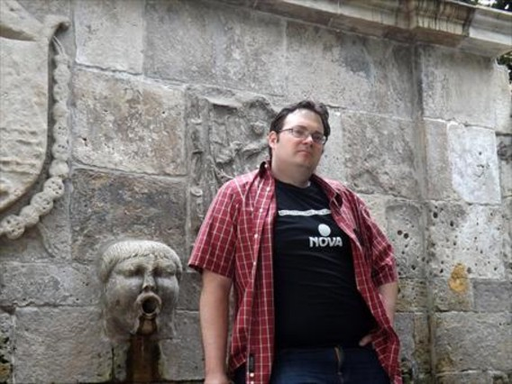El escritor Brandon Sanderson.