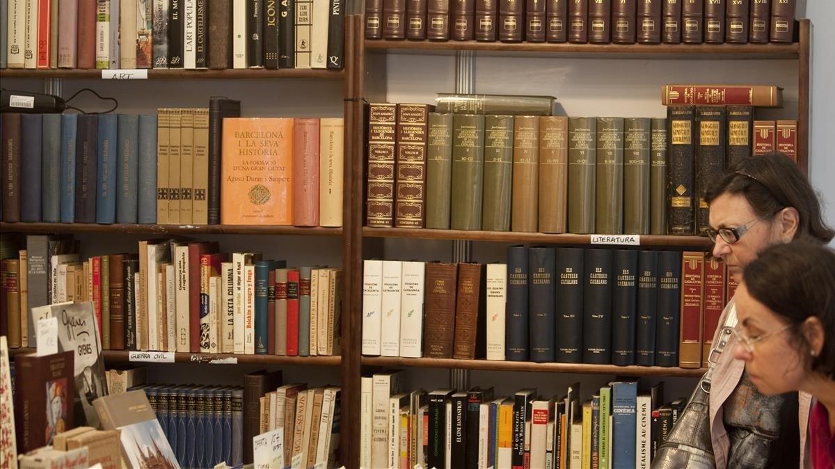 Feria del Libro de Ocasión Antiguo y Moderno, en el paseo de Gràcia.