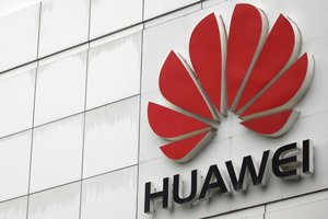 FILE PHOTO The logo of the Huawei Technologies Co Ltd is seen outside its headquarters in Shenzhen Guangdong province April 17 2012 REUTERS Tyrone Siu File Photo