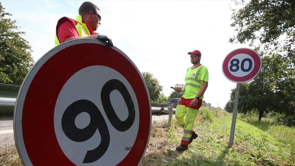 Cambio de señal de velocidad de 90 a 80 kilómetros por hora.