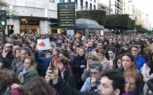 """Mar de llàgrimes i crits de """"pena de mort"""" en dues concentracions a Almeria per Gabriel Cruz"""