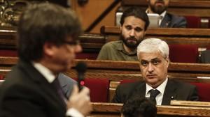 El 'exconseller' Germà Gordó, en su escaño del Parlament, durante una sesión de control al 'president' Carles Puigdemont.