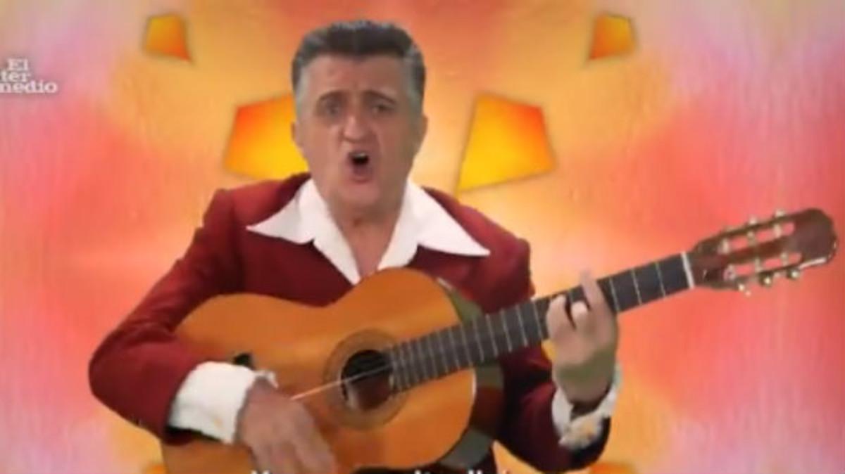 El Gran Wyoming, en el videoclip de Amigos para siempre sobre Catalunya y España.