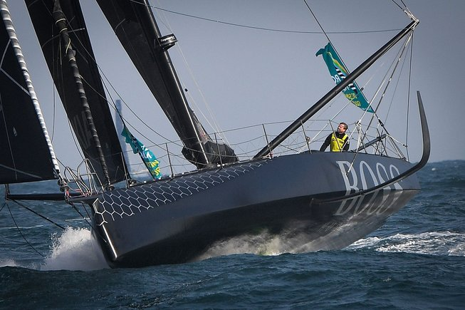 El Hugo Boss, barco accidentado.