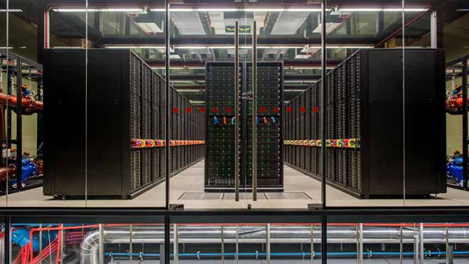 Imágenes del superordenador MareNostrum en el Barcelona Supercomputing Center.