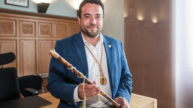 Investidura de Àlex Pastor (PSC) como alcalde de Badalona.