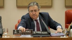 Juan Ignacio Zoido, ministro de Interior, durante la comisión sobre el 1-O.
