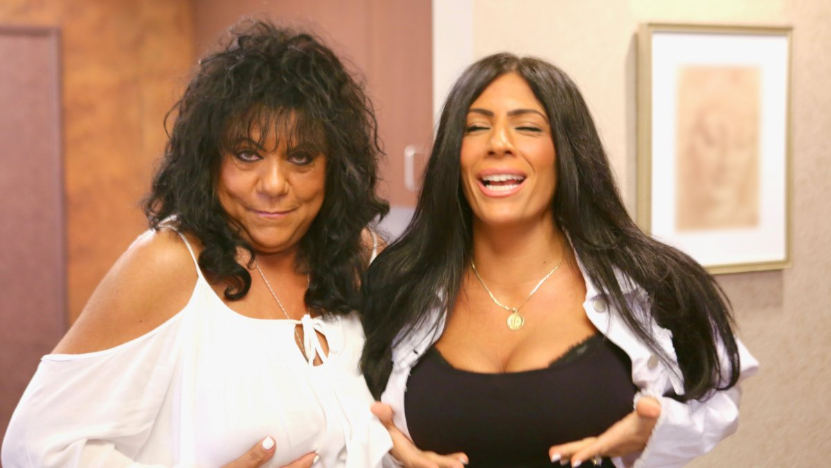 Kathy y Cristina, protagonistas de 'Menuda madre' en DKiss.