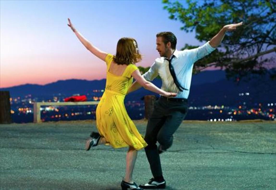 Un baile de Emma Stone y Ryan Gosling en La, La, Land, una de las favoritas.