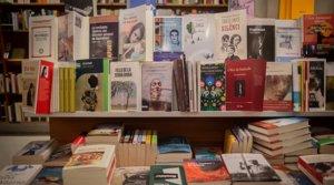 Libros expuestos en una librería de Barcelona, el 22 de abril.