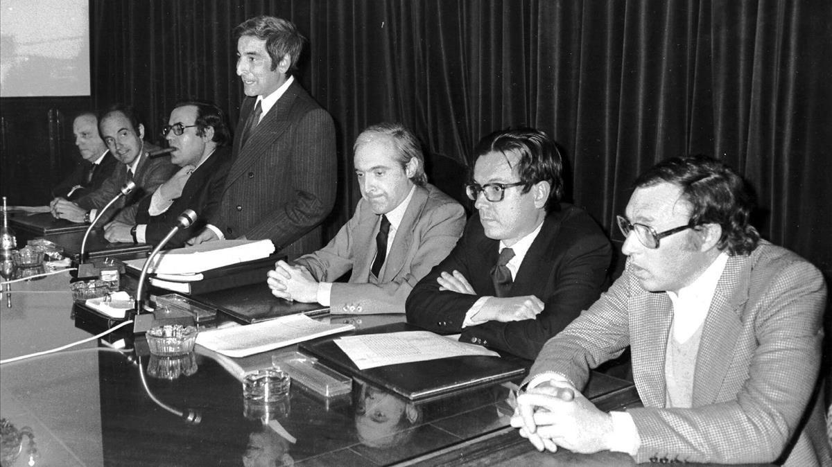 Los siete ponentes de la Constitución presentan el proyecto el 10 de abril de 1978