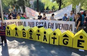 Manifestación por el derecho a la vivienda en Barcelona.