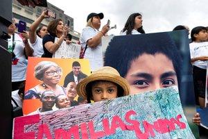 EE.UU. negó el asilo a menores inmigrantes y los expulsó.