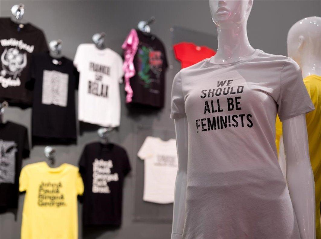 La Roca Village acoge hasta el 23 de junio la exposición 'T-Shirt: Cult – Culture – Subversion'.