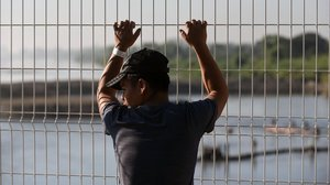 Un migrante en la frontera guatemalteca.