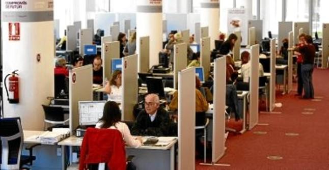 El 7 de declarantes catalanes del irpf se acogen a for Oficina caixa catalunya barcelona