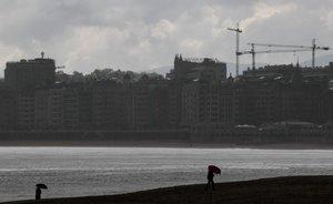 La playa de la Concha de San Sebastián, con lluvia.