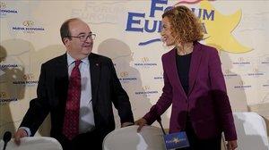El primer secretario del PSC, Miquel Iceta, interviene en un desayuno informativo del Foro Nueva Economía, en el que es presentado por la ministra de Política Territorial y Función Pública, Meritxell Batet.