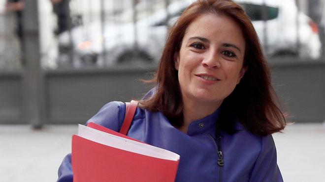 El PSOE pide la dimisión de Casado por su máster presuntamente fraudulento. En la imagen, Adriana Lastra.