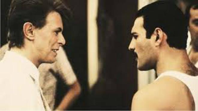 Queen y David Bowie interpretan Under pressure