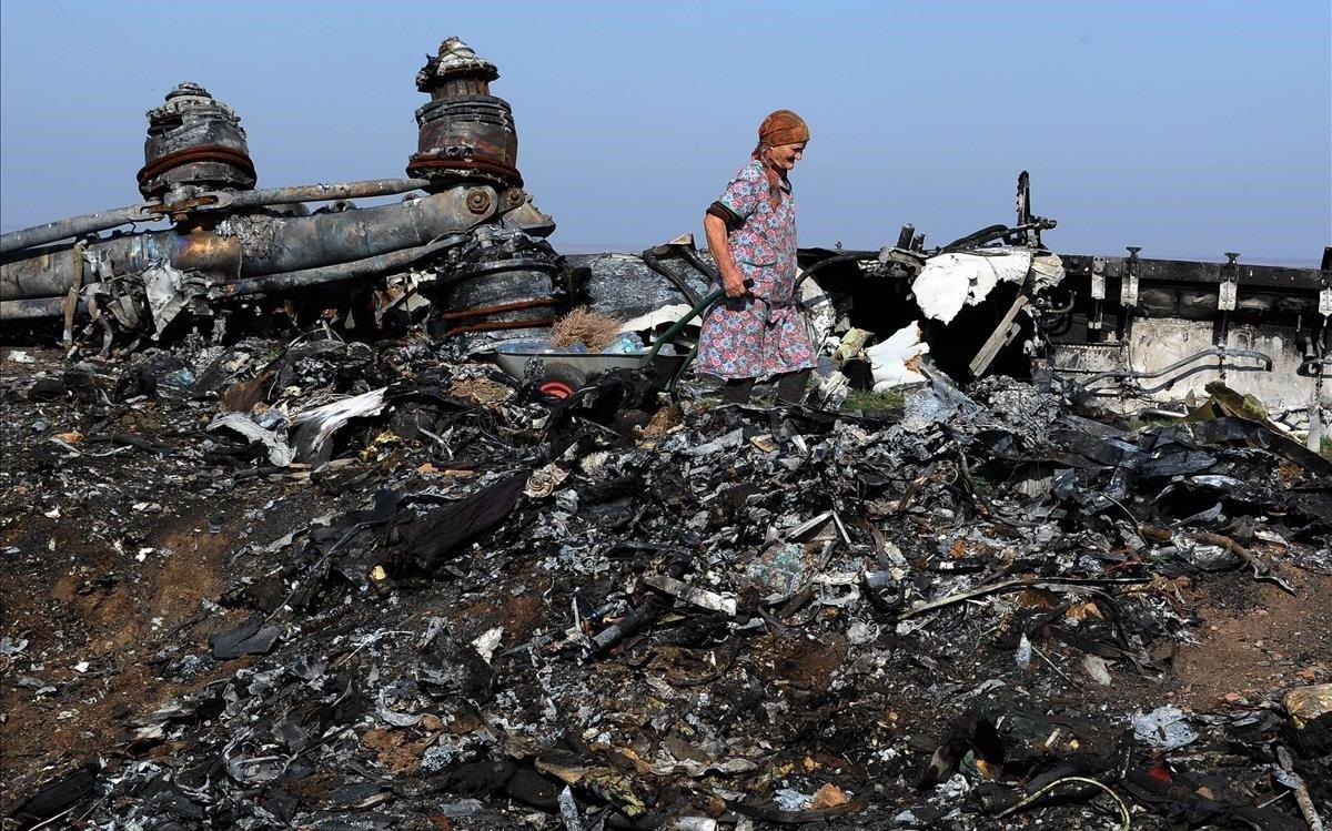 Restos del avión de Malaysia Airlines abatido en el 2014.