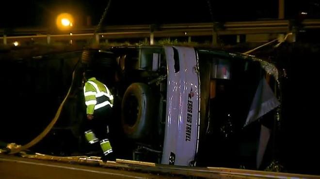 El vehículo volcó en la Ronda Litoral dejando 24 heridos