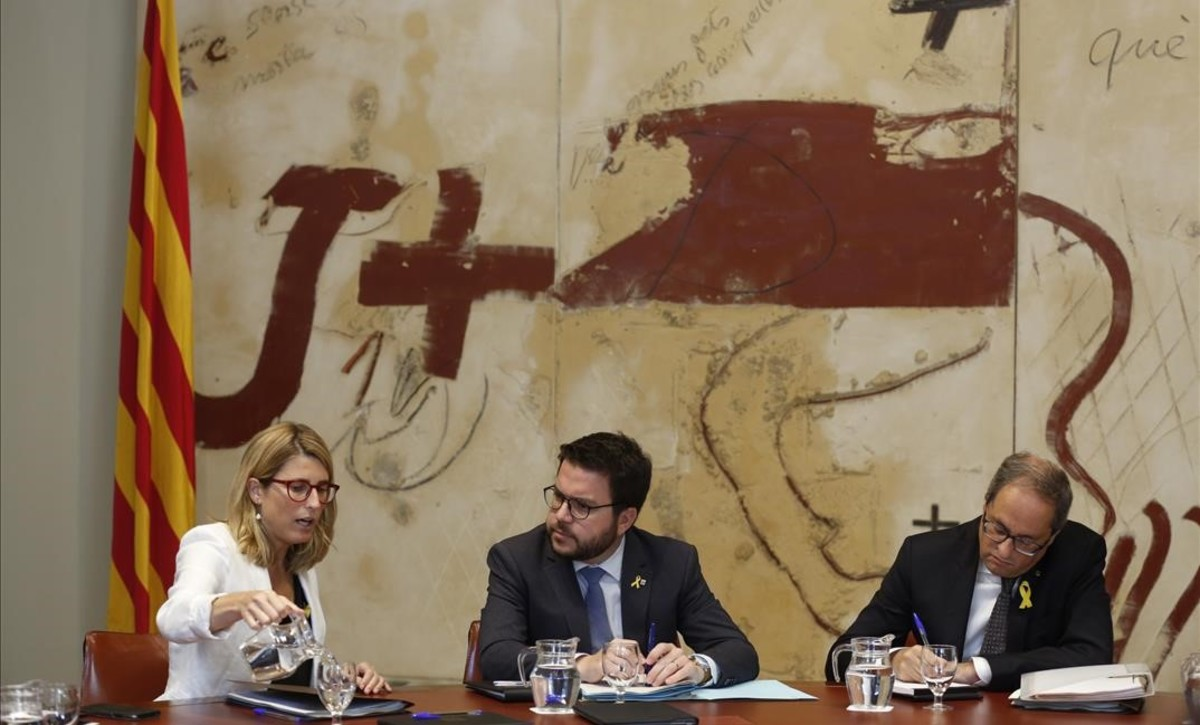 Elsa Artadi, Pere Aragonès y Quim Torra, este martes, en la reunión del Consell Executiu.