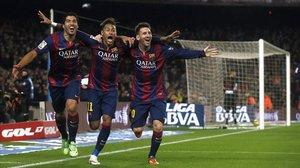 Suárez, Neymar y Messi, en la icónica foto del tridente de 2015.
