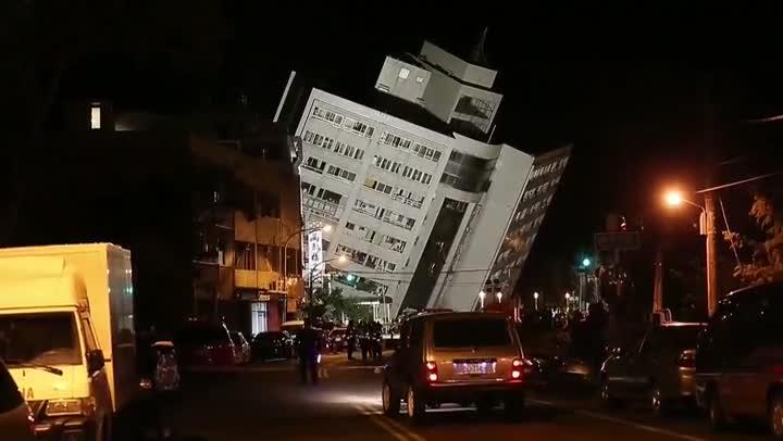 Las autoridades taiwanesas han elevado hoy a 177 el número de desaparecidos en el terremoto de 6,4 grados en la escala de Richter que sacudió anoche la isla.