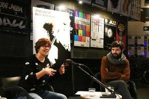 Susanna Carmona, directora del Festival de Jazz de Terrassa, con Conrad Roset, creador del cartel de la edición de 2020.