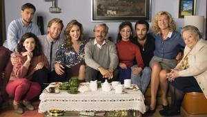 Imagen promocional de la serie de TVE-1 Cuéntame cómo paso, en la que aparecen todos los protagonistas de la nueva temporada.