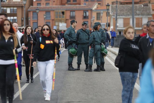 La Guardia Civil, a diferencia de otros años, no ha procedido al desalojo de los anti-taurinos que protestaban.