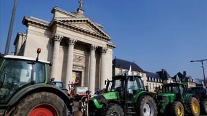 Tractores de granjeros en una manifestación contra los acuerdos comerciales entre la UE y Mercosur, el 21 de febrero, en Rouen (Francia).