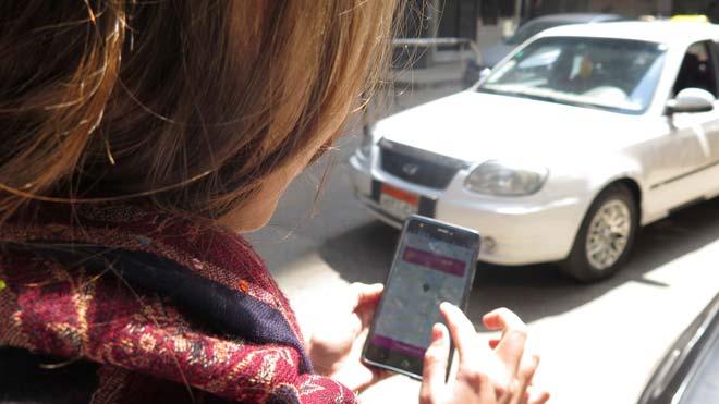 Una app de taxi solo para mujeres ayuda a combatir el acoso y el desempleo en Egipto.