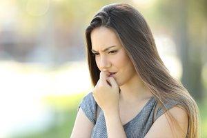 Una chica joven con inseguridad.