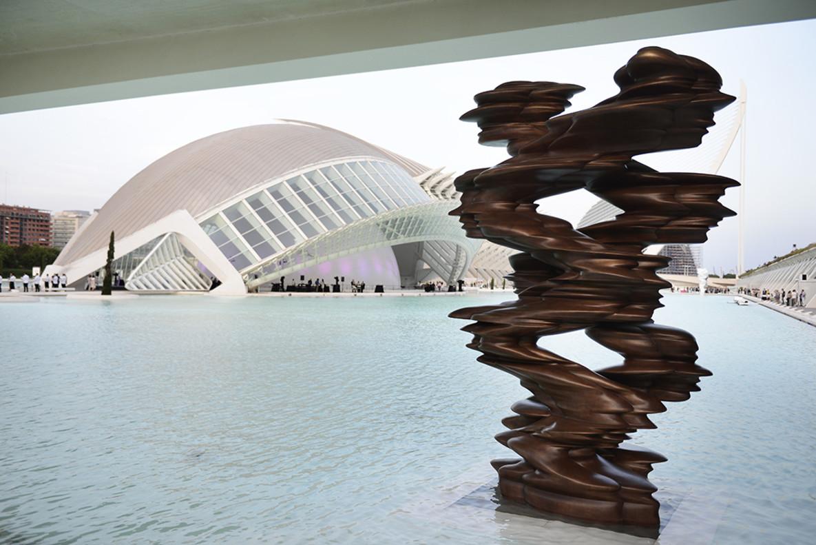Seis esculturas de Tony Cragg se unen al ecosistema de les Arts i les Ciències
