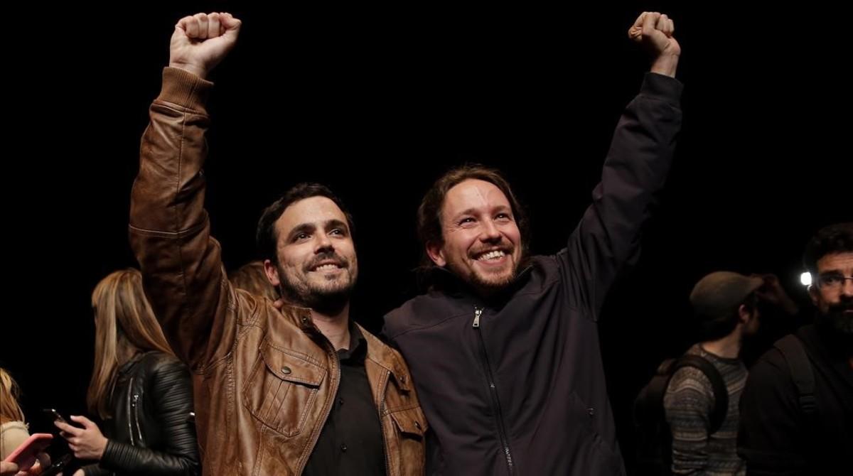 Pablo Iglesias y Alberto Garzón celebran el pacto de los botellines, con el que sellaron su alianza electoral el 9 de mayo del 2016.