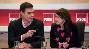 Pedro Sánchez y Adriana Lastra, este lunes en la sede madrileña de Ferraz.