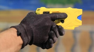 Els Mossos estrenen la pistola elèctrica contra un maltractador de Salt