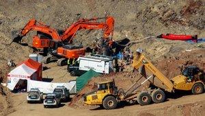 Un buldòzer que treballava il·legalment podria haver destapat el pou del Julen