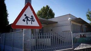 Tornada al col·le a Madrid: termòmetres, càmeres a classe, barracons i menys alumnes
